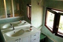 Le lavabo de la salle de bains